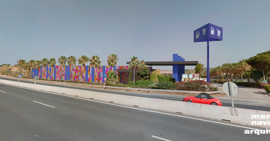 Gasolinera y supermercado en Estepona